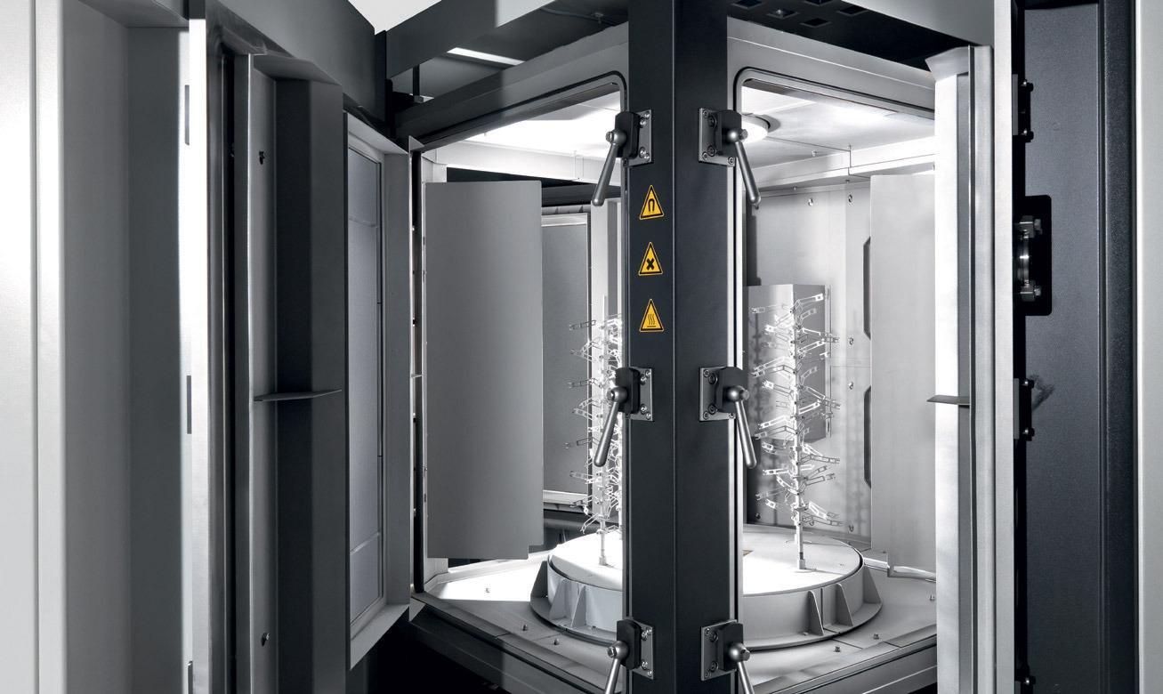 Química e Derivados - Vista interna de equipamento Inubia para deposição a plasma